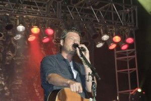 County music star Blake Shelton entertains Fort Meade